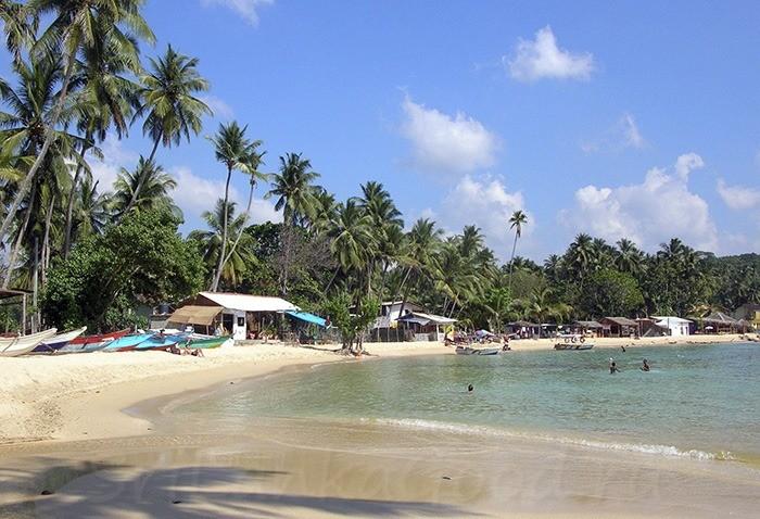 Основной пляж в поселке