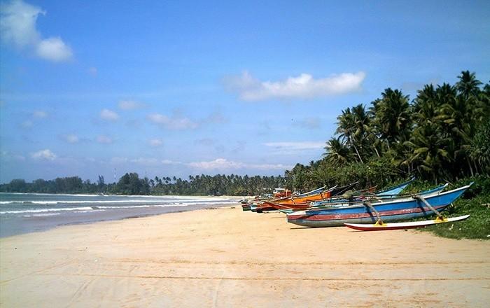 Лодки на песке